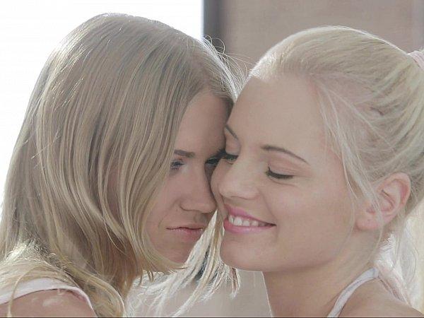 lesbian-teen-angel-aguilera-upskirt-nude